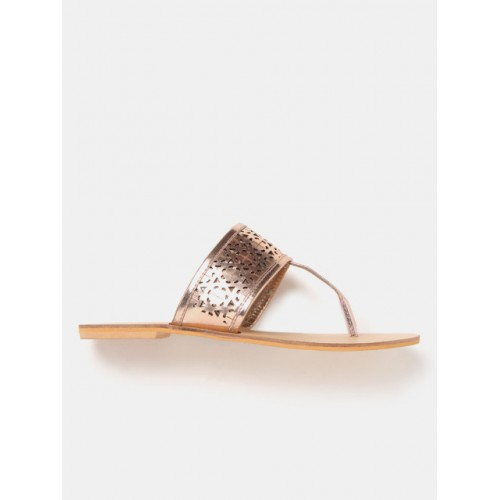DressBerry Women Gold-Toned Solid T-Strap Flats 2175363 VXPYONY